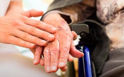 Ausbildung und Beschäftigung von Flüchtlingen in der Altenpflege