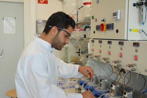 """Flüchtlinge finden ihren Weg in den Arbeitsmarkt – """"Chemie ist überall Chemie!"""""""
