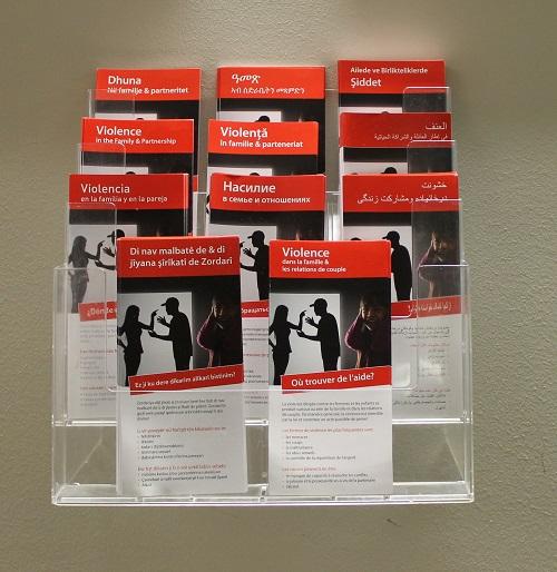 """Info-Flyer """"Gewalt in Familie & Partnerschaft"""" in verschiedenen Sprachen"""